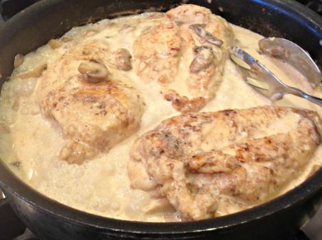 Στήθος κοτόπουλου με μανιτάρια σε κρεμώδη σάλτσα λεμονιού