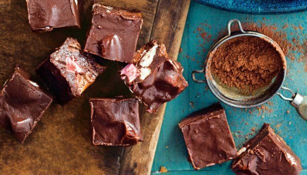 Σοκολατένιο γλυκό ψυγείου με 4 υλικά