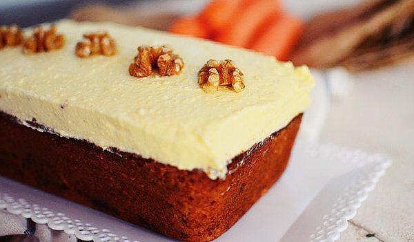 Κέικ καρότο με επικάλυψη κρέμας τυριού