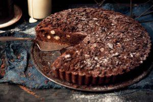 Σοκολατένια τάρτα μπράουνις με φουντούκια