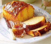 Κέικ με γιαούρτι και γλάσο με μαρμελάδα πορτοκάλι