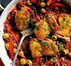 Κοτόπουλο κοκκινιστό με πιπεριές και ελιές