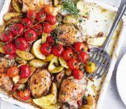 Κοτόπουλο με πατάτες, μπέικον και ντοματίνια στο φούρνο
