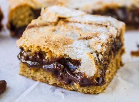 Σοκολατόπιτα με ζύμη φυστικοβούτυρου και γέμιση ganache σοκολάτας