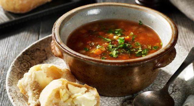 Μοσχαρόσουπα με μανεστράκι και λαχανικά