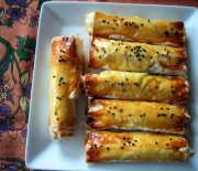 Μπουρέκι πατάτας με φέτα σε φύλλο κρούστας στο φούρνο