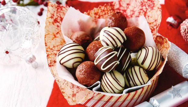 Σοκολατένια τρουφάκια με ινδοκάρυδο και ρούμι