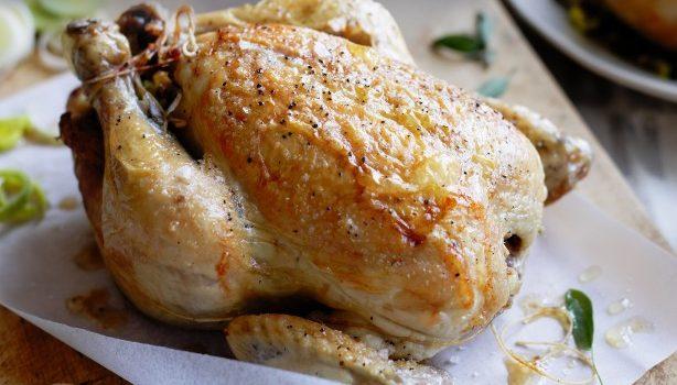 Κοτόπουλο ψητό, γεμιστό με χοιρινή πανσέτα, μανιτάρια και πράσα