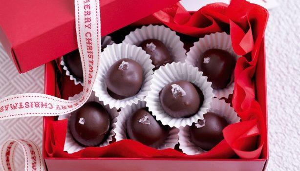 Σοκολατένια τρουφάκια με καραμέλα (video)