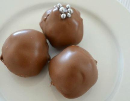 Τρουφάκια με σοκολάτα Snickers με 3 υλικά