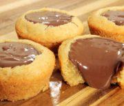 Υπέροχα Cupcakes με μπισκοτένια ζύμη και γέμιση Νουτέλα (Video)