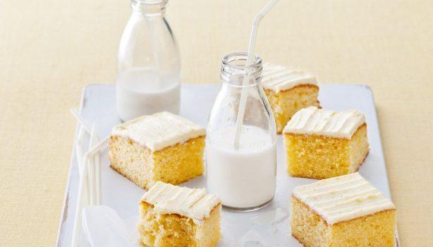 Αφράτο κέικ βουτύρου με βουτυρόκρεμα πορτοκαλιού