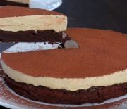 Σοκολατένιο κέικ χωρίς αλεύρι με Μους Καφέ (Video)