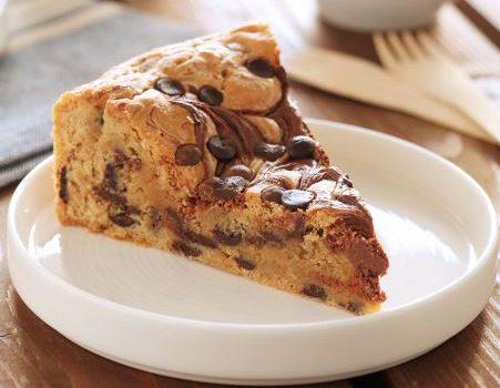 Πίτα μπισκότου με nutella και σταγόνες σοκολάτας