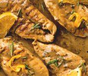 Στήθος κοτόπουλου σε κρεμώδη σάλτσα δεντρολίβανου