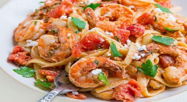 Γαρίδες σαγανάκι με λιγκουίνι