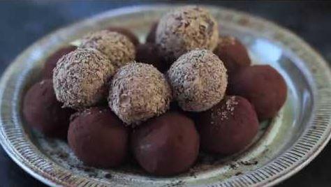 Τρουφάκια με σοκολάτα και καραμέλα (Video)