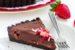 Τάρτα σοκολάτας με φράουλες και γάλα καρύδας, χωρίς ψήσιμο