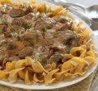 Ελαφρύ μοσχαράκι Στρογγανόφ με σάλτσα γιαουρτιού