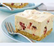 Cheesecake με ζαχαρούχο γάλα και σοκολάτα γεμιστή με κεράσι