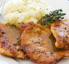 Χοιρινά μπριζολάκια με σάλτσα μυρωδικών