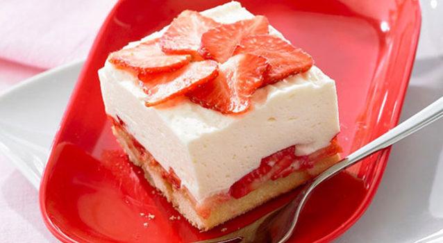 Δροσερό cheesecake λεμονιού με φράουλες