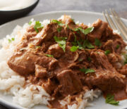 Μοσχαράκι κοκκινιστό με ρύζι