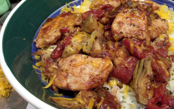 Κοτόπουλο με αγκινάρες και ντομάτες