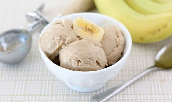 Υπέροχο παγωτό με 2 υλικά, μπανάνα και φυστικοβούτυρο