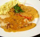 Κοτόπουλο σε κρεμώδη σάλτσα παρμεζάνας με μακαρόνια