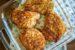 Χοιρινές μπριζόλες με κρούστα παρμεζάνας στο φούρνο (Video)