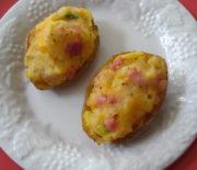 Πατάτες γεμιστές με τυρί και ζαμπόν στο φούρνο
