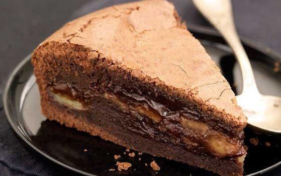 Πανεύκολο σοκολατένιο κέικ με μπανάνα