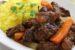 Χοιρινές μπριζόλες λαιμού με λαχανικά στη γάστρα