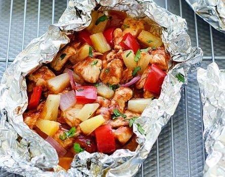 Κοτόπουλο με λαχανικά στη λαδόκολλα