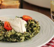 Σπανακόρυζo με μοτσαρέλα, ντοματίνια στο φούρνο και κρέμα φέτας