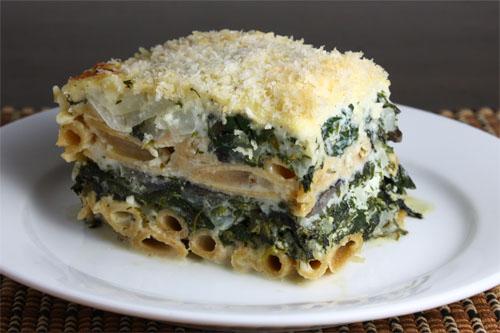 Παστίτσιο με πέννες, σπανάκι και τυριά