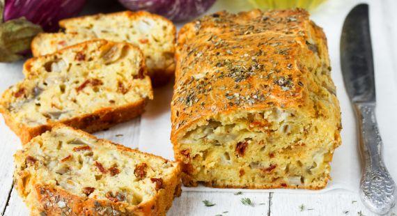 Αλμυρό κέικ με μελιτζάνα τυρί και λιαστές ντομάτες