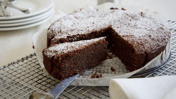 Υγρό κέικ σοκολάτας με φιστίκι Αιγίνης