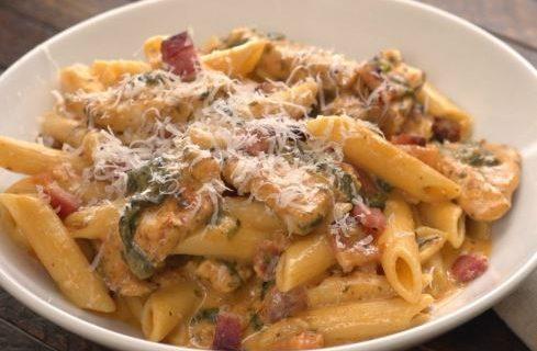 Πέννες με κοτόπουλο και μπέικον σε κρεμώδη σάλτσα (Video)