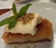 Ραβανί με αφράτη κρέμα τυριού