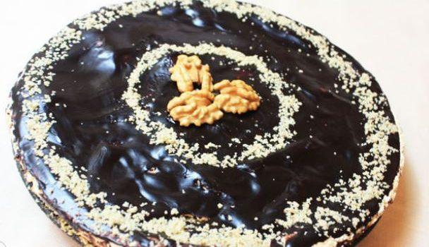 Κέικ με καρύδια άρωμα λεμονιού και γλάσο σοκολάτας