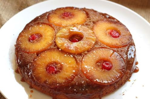 Κέικ αναποδογυριστό με καραμελωμένο ανανά