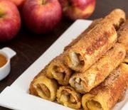 Ρολά με ψωμί του τοστ γεμιστά με μυρωδάτα μήλα (Video)