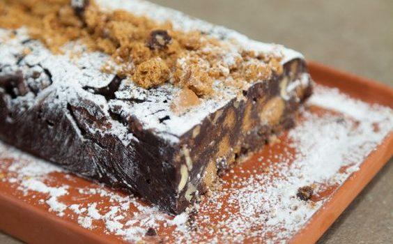 Κορμός σοκολάτας με καρύδια και μουστοκούλουρα, νηστίσιμος