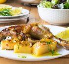 Κοτόπουλο λεμονάτο με δενδρολίβανο και πατάτες στο φούρνο