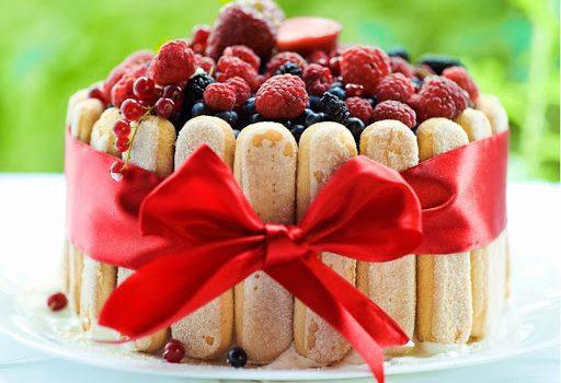 Σαρλότ ψυγείου με κρέμα μιλφέιγ και φρούτα εποχής με 5 υλικά