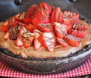 Τάρτα με βάση Oreo Nutella και φράουλες