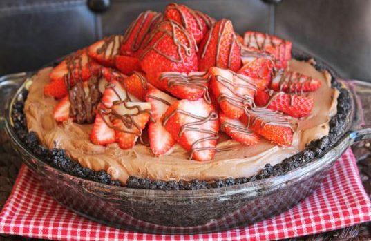 Τάρτα με βάση Oreo, Nutella και φράουλες