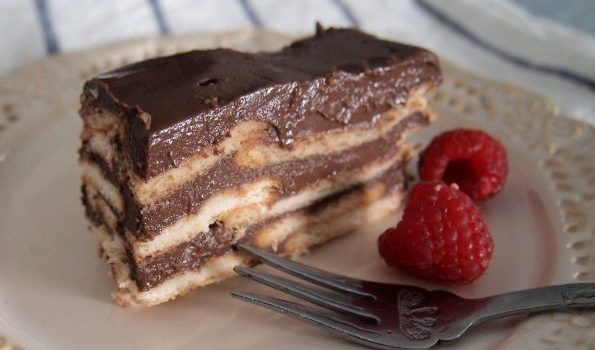 Μπισκοτογλυκό με κρέμα σοκολάτας